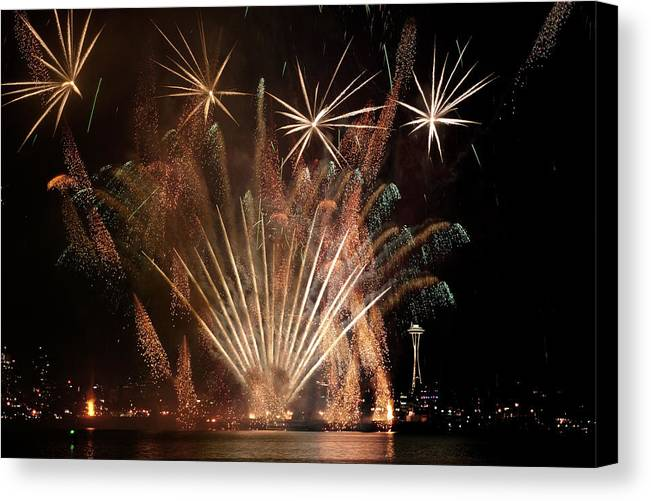 Fireworks Canvas Print featuring the photograph Lake Union July 4th B022 by Yoshiki Nakamura