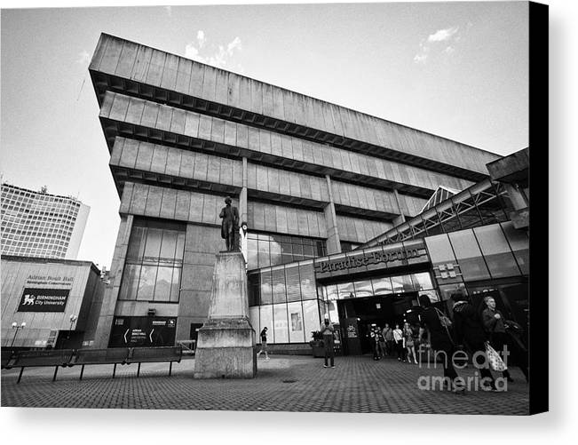 Paradise Canvas Print featuring the photograph Paradise Forum And Priestley Statue In Birmingham Uk by Joe Fox