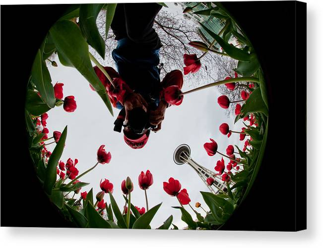 Seattle Canvas Print featuring the photograph Photographer In Wonderland H084 by Yoshiki Nakamura