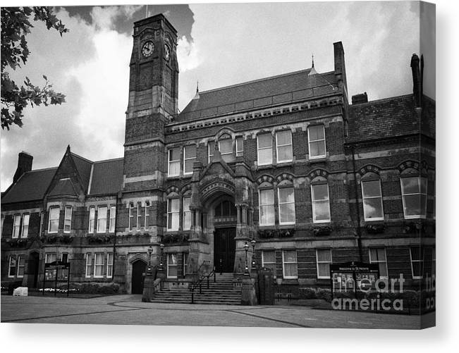 St Helens Canvas Print featuring the photograph St Helens Town Hall Uk by Joe Fox