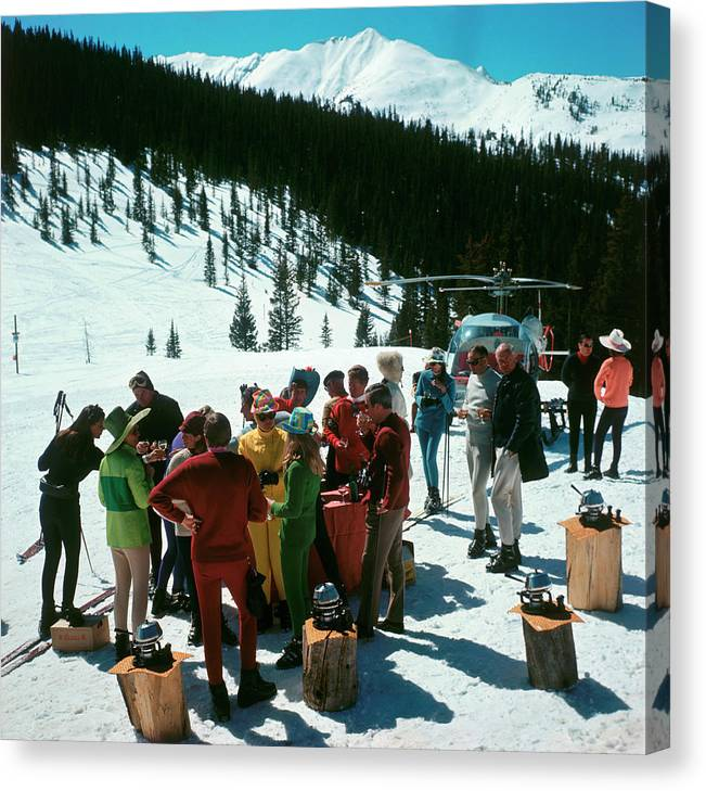 Skiing Canvas Print featuring the photograph Snowmass Picnic by Slim Aarons