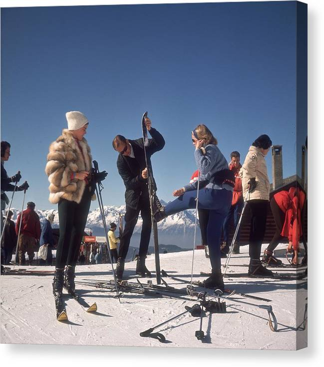 Skiing Canvas Print featuring the photograph Verbier Skiers by Slim Aarons