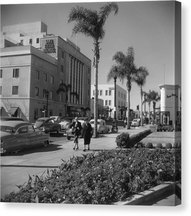 1950-1959 Canvas Print featuring the photograph Wilshire Boulevard by Slim Aarons