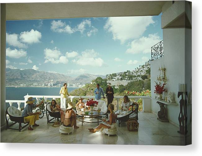 People Canvas Print featuring the photograph Guests At Villa Nirvana by Slim Aarons