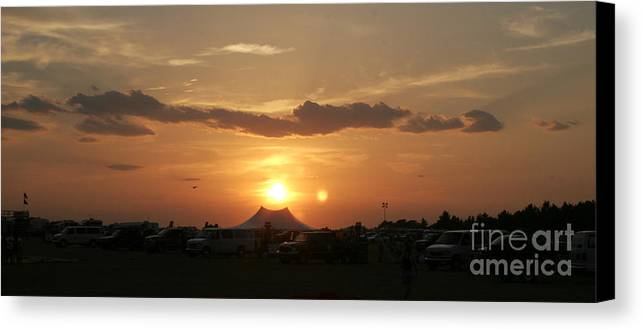 Sunsets Canvas Print featuring the photograph A Perfect Set by Paul Anderson