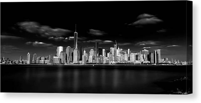 Bw Canvas Print featuring the photograph The Big Apple by Jackson Carvalho