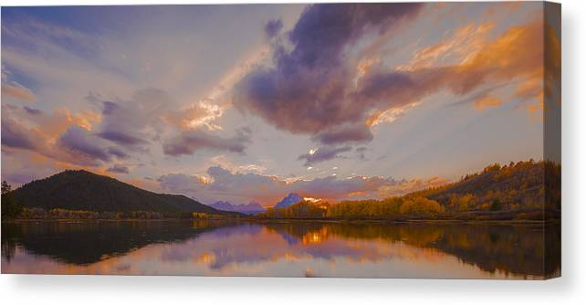 Lighting Canvas Print featuring the photograph Septiembre by Luis A Ramirez