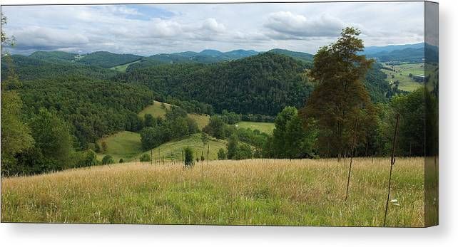 Moyers Canvas Print featuring the photograph Almost Heaven by John Sagert