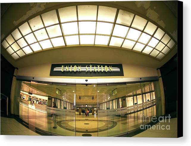 Union Station Interior Canvas Print featuring the photograph Chicago Union Station Interior Fisheye by John Rizzuto