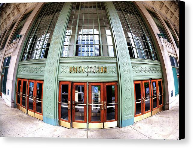 Union Station Exterior Canvas Print featuring the photograph Chicago Union Station Fisheye by John Rizzuto