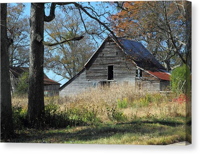 Barn Canvas Print featuring the photograph Rustic Barn by Rick Mann
