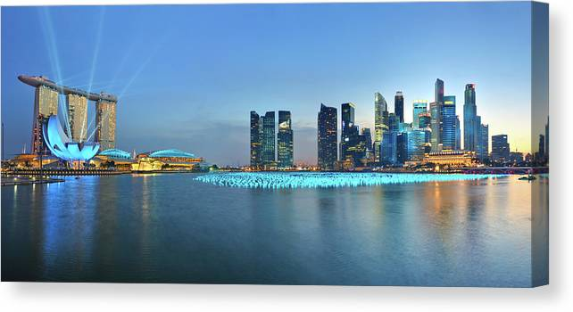 Tranquility Canvas Print featuring the photograph Singapore Marina Bay by Fiftymm99
