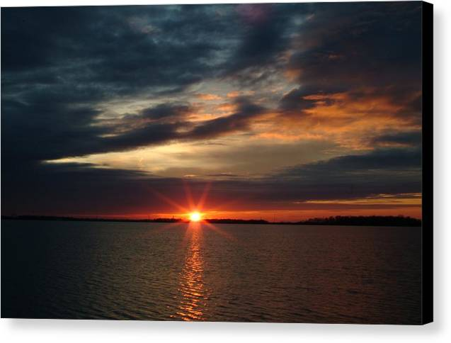 Sunset Canvas Print featuring the photograph 041509-12 by Mike Davis