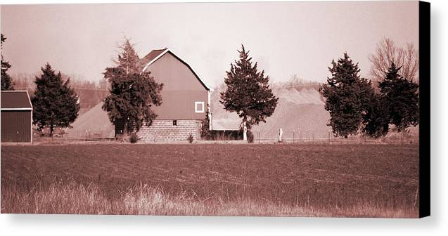 Barn Canvas Print featuring the photograph Iowa Landscape by Jame Hayes