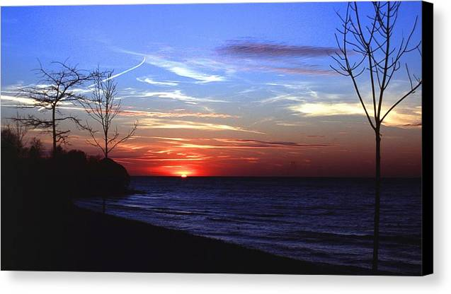 Sunset Canvas Print featuring the photograph 112601-54 by Mike Davis