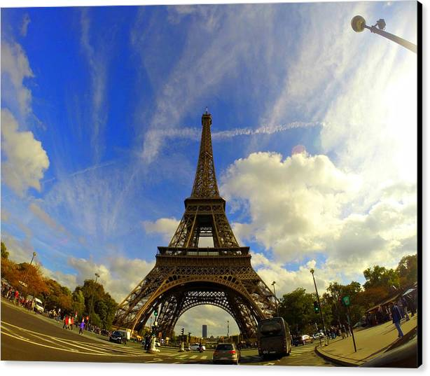 Canvas Print featuring the photograph Eiffel Tower by Vicente Russo
