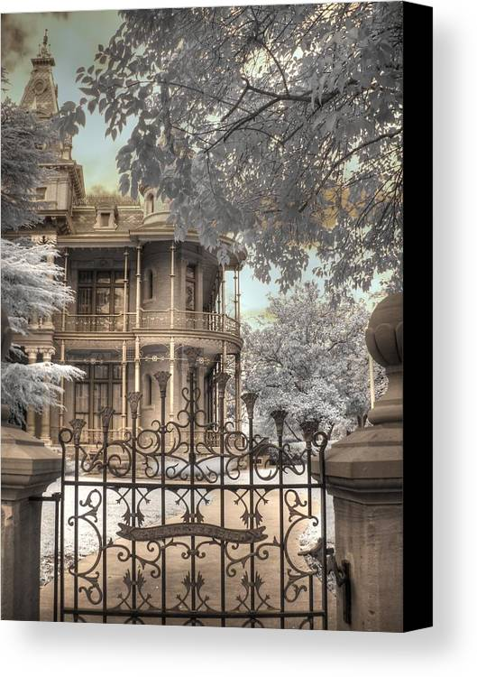 The Littlefield Home Canvas Print featuring the photograph Littlefield Home by Jane Linders
