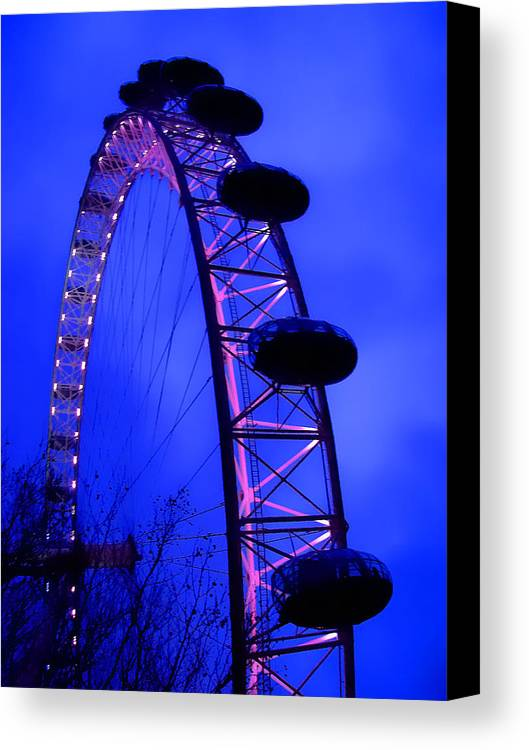 Eye Canvas Print featuring the photograph Eye Of London by Roberto Alamino