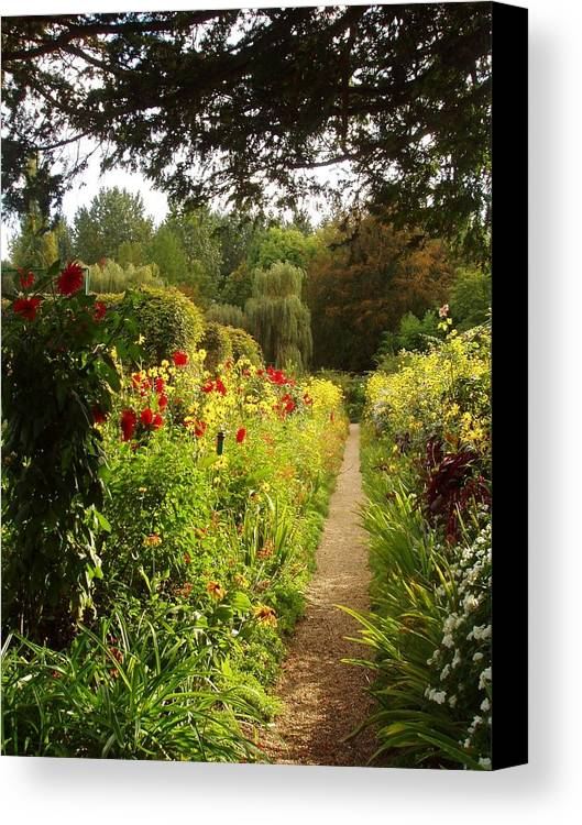 France Canvas Print featuring the photograph Giverny I by Wendy Uvino