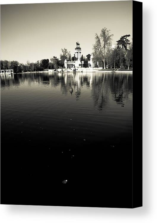 Water Canvas Print featuring the photograph Retiro by Felix M Cobos