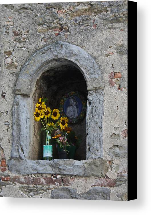 Europe Canvas Print featuring the photograph Tuscan Niche by Michael Yeager