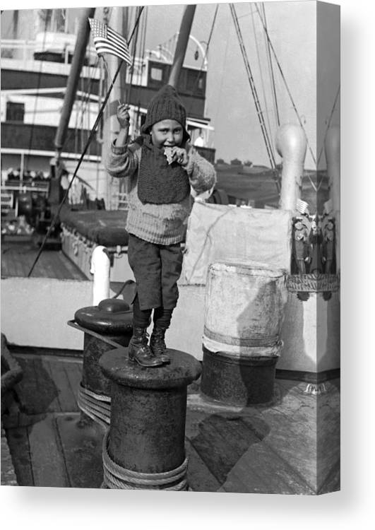 1926 Canvas Print featuring the photograph Child Arriving At Ellis Island by Underwood Archives