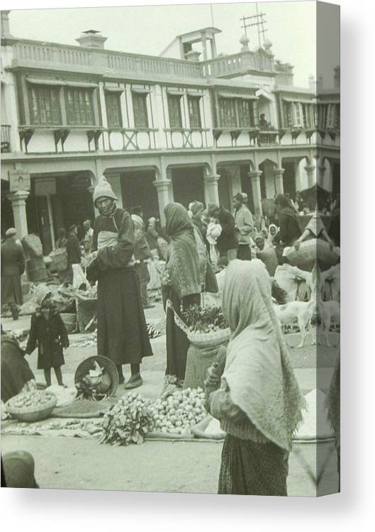 Market Canvas Print featuring the photograph The Darjeeling Bazar by Rob Gates