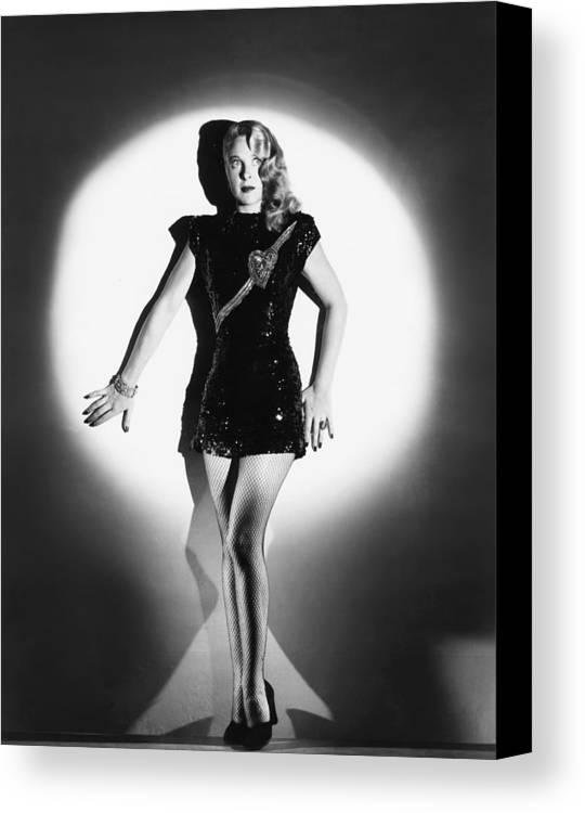 1940s Movies Canvas Print featuring the photograph The Lone Wolf In London, Evelyn Ankers by Everett