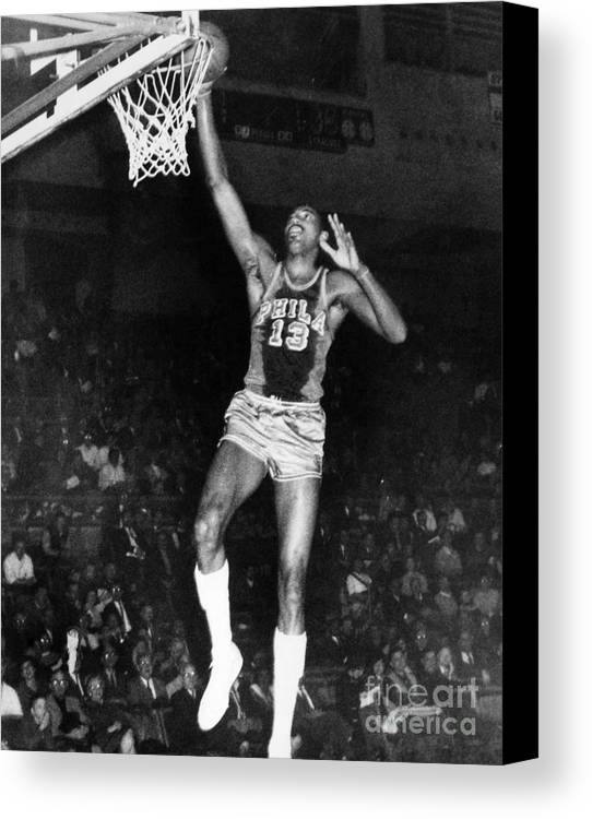 1962 Canvas Print featuring the photograph Wilt Chamberlain (1936-1996) by Granger