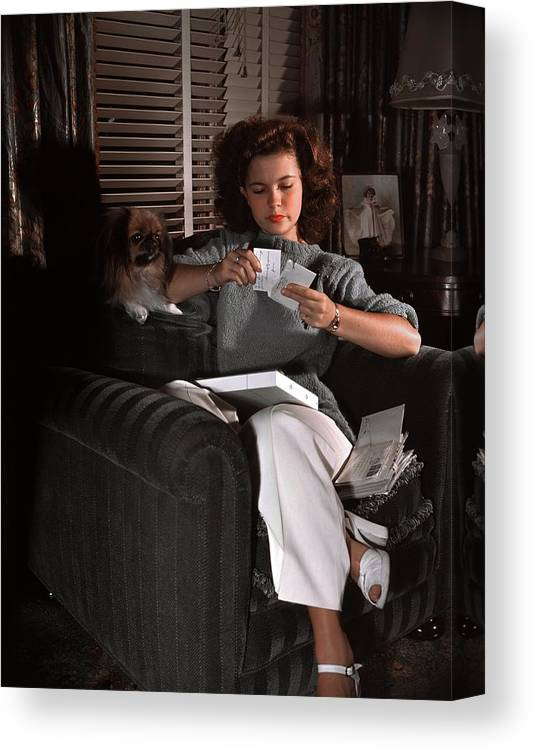 Three Quarter Length Canvas Print featuring the photograph Shirley Temple At Home by Earl Theisen Collection