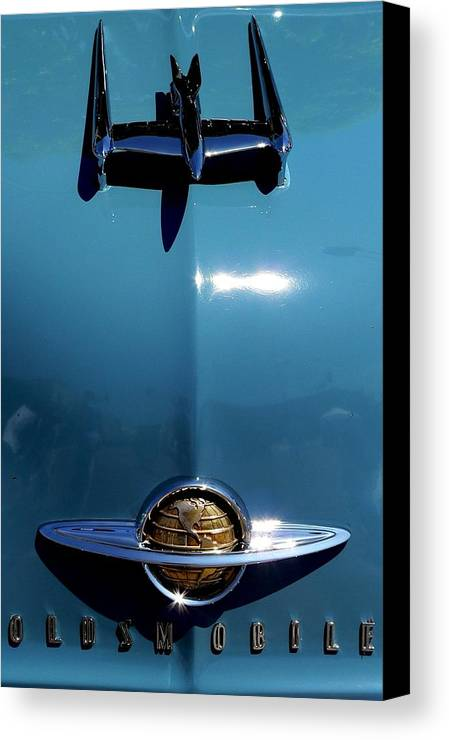 Classic Oldsmobile Canvas Print featuring the photograph Oldsmobile by Jeff Lowe