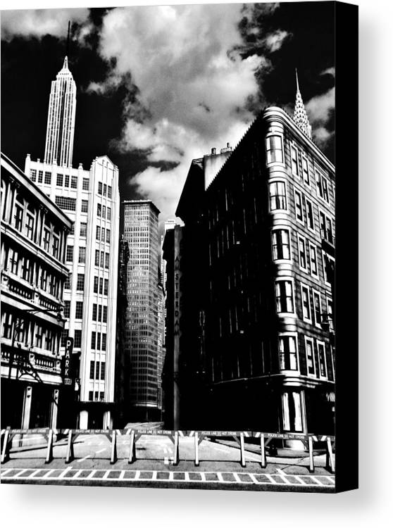 Manhattan Canvas Print featuring the photograph Manhattan Highlights B W by Benjamin Yeager