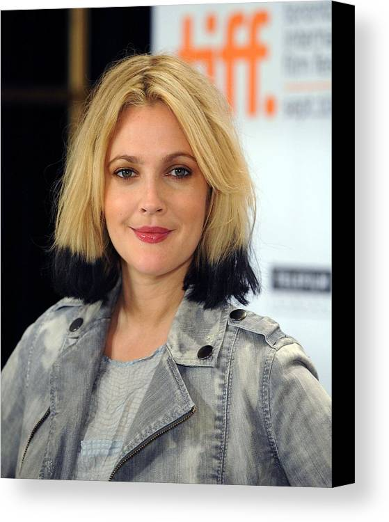 Drew Barrymore Canvas Print featuring the photograph Drew Barrymore At The Press Conference by Everett