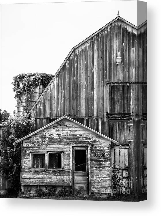 Barn Canvas Print featuring the photograph Route 66 Barn 1 by Michael Arend