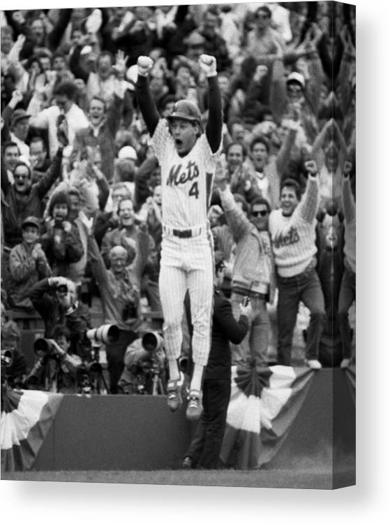 Playoffs Canvas Print featuring the photograph Lenny Dysktra by New York Daily News Archive
