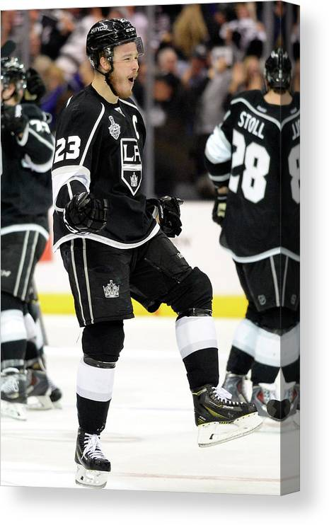 Playoffs Canvas Print featuring the photograph 2014 Nhl Stanley Cup Final - Game Two by Harry How