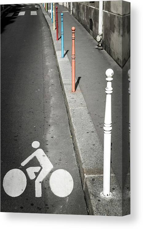 Pole Canvas Print featuring the photograph Bicycle Symbol In Paris by Carlos Sanchez Pereyra