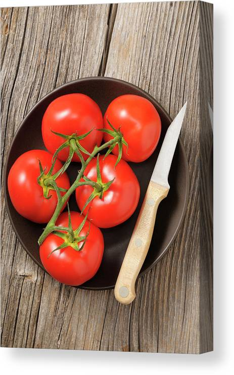 Kitchen Knife Canvas Print featuring the photograph Tomato by Riou