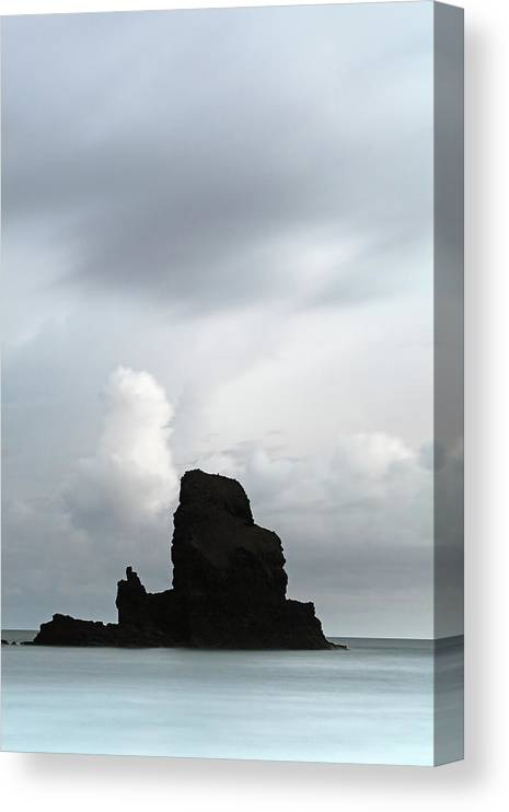 Talisker Bay Canvas Print featuring the photograph Talisker bay by Grant Glendinning