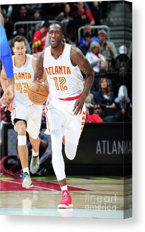 Atlanta Canvas Print featuring the photograph Detroit Pistons V Atlanta Hawks by Scott Cunningham