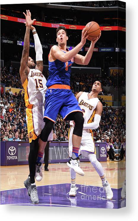 Guillermo Hernangómez Geuer Canvas Print featuring the photograph New York Knicks V Los Angeles Lakers by Andrew D. Bernstein