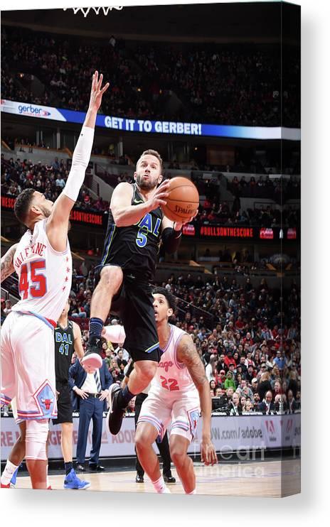Nba Pro Basketball Canvas Print featuring the photograph Dallas Mavericks V Chicago Bulls by Randy Belice
