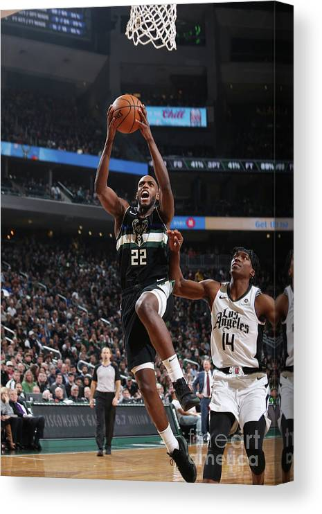 Nba Pro Basketball Canvas Print featuring the photograph La Clippers V Milwaukee Bucks by Gary Dineen