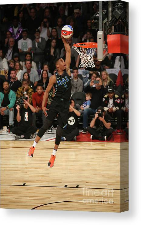 Event Canvas Print featuring the photograph Verizon Slam Dunk Contest 2018 by Gary Dineen