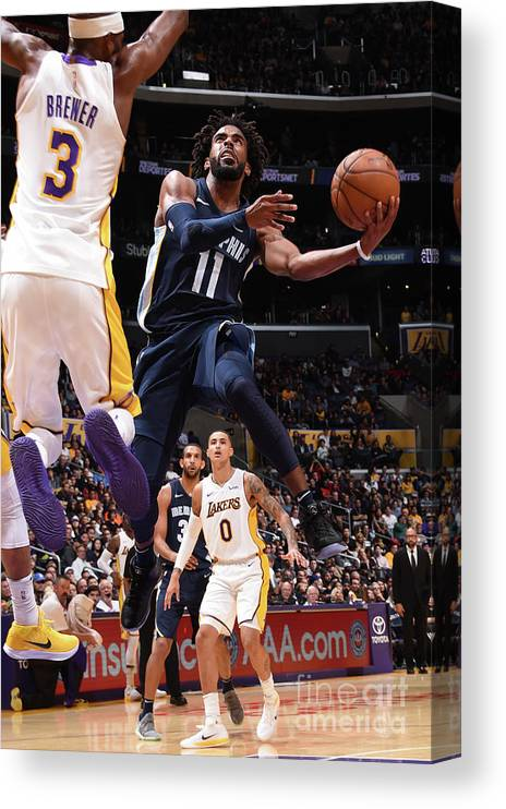 Nba Pro Basketball Canvas Print featuring the photograph Memphis Grizzlies V Los Angeles Lakers by Andrew D. Bernstein