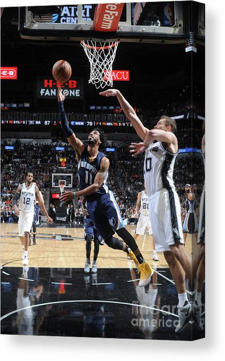 Playoffs Canvas Print featuring the photograph Memphis Grizzlies V San Antonio Spurs - by Mark Sobhani