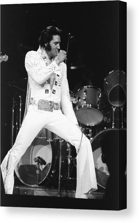 Elvis Presley Canvas Print featuring the photograph Elvis Presley On Stage During His 1972 by New York Daily News Archive