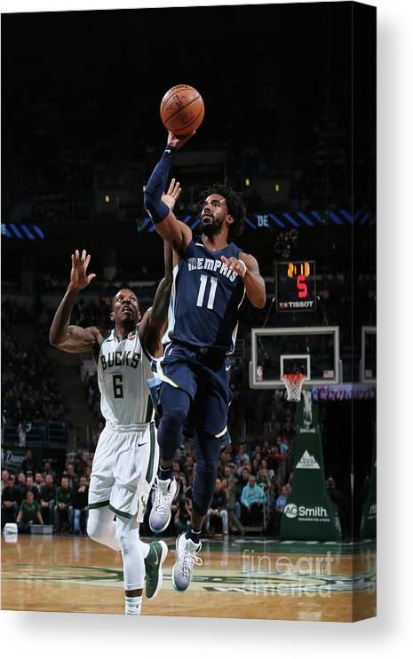 Nba Pro Basketball Canvas Print featuring the photograph Memphis Grizzlies V Milwaukee Bucks by Gary Dineen