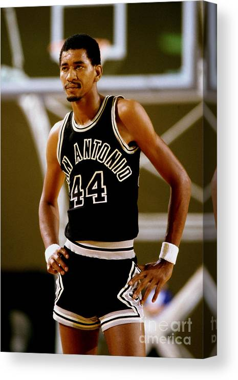 1980-1989 Canvas Print featuring the photograph San Antonio Spurs George Gervin by Andy Hayt
