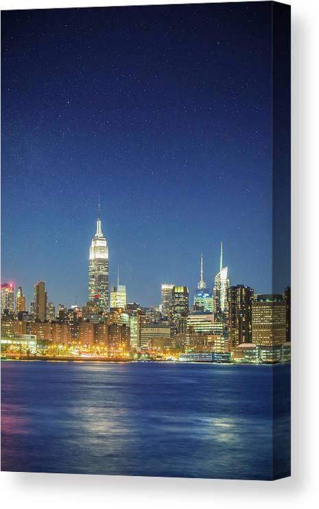 Scenics Canvas Print featuring the photograph Shiny New York by Xavierarnau